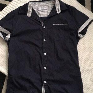 Men's medium slim fit button-up shirt